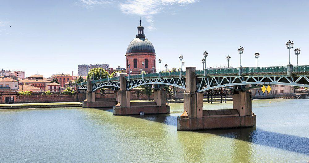 Saint-Pierre Bridge in Toulouse